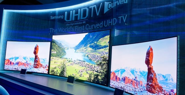 Samsung curva il TV, dall'Ultra HD al full HD