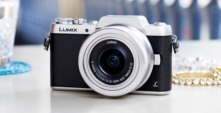 Panasonic Lumix GF7: la mirrorless per i selfie