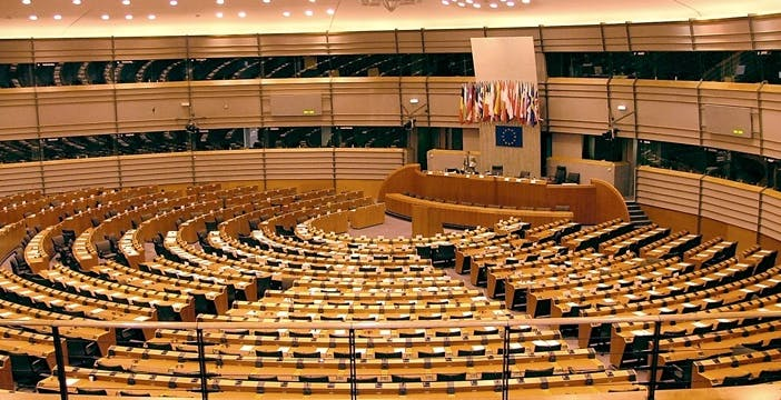 Abolizione roaming: il Parlamento Europeo punta i piedi per la fine nel 2016