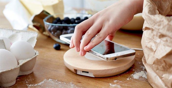 Abbiamo provato la ricarica wireless: comoda e stabile, consuma un 30% in più