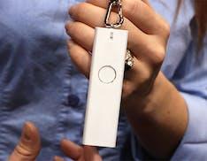Ecco un wearable utile: il traduttore simultaneo da tenere al collo