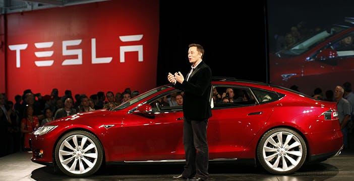 Tesla promette auto autonome entro il 2018