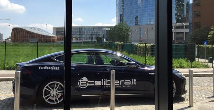Parte da Milano il giro del mondo in Tesla Model S