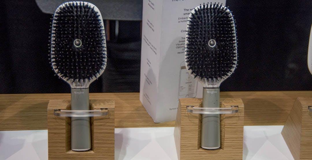 Una spazzola con microfoni e sensori per la salute del capello