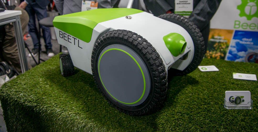 Robot ai limiti dell'incredibile: I bisognini degli amici a 4 zampe li raccoglie lui