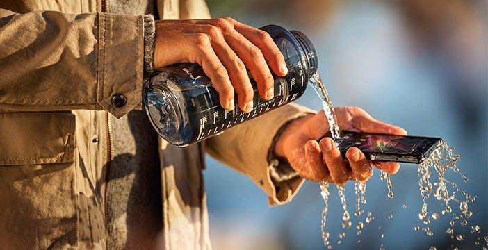 Gli smartphone Xperia non resistono all'acqua, Sony deve risarcire i clienti americani