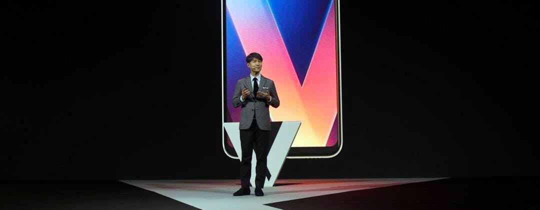 LG fa sognare con il nuovo V30. Schermo OLED, ripresa cinematografica e audio hi-fi
