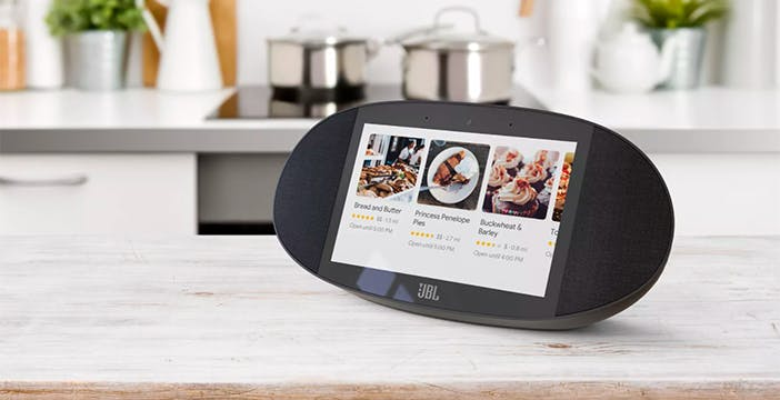 Il 2018 è l'anno di Google Assistant. Alexa e Siri sono avvisate
