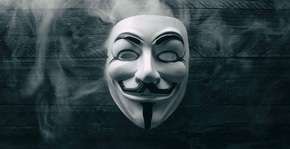 Anonymous attacca la scuola italiana: hackerate 26mila email dei prof. C'è da preoccuparsi?