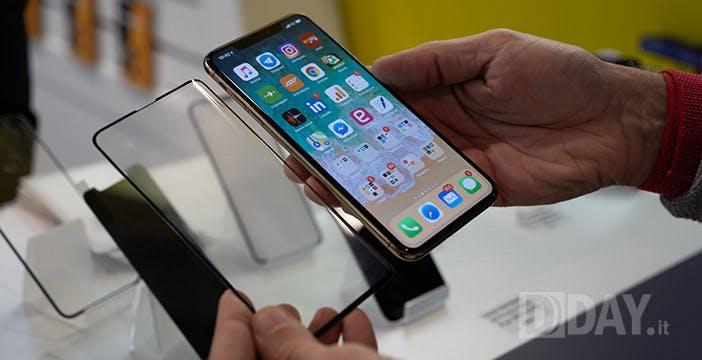 Galaxy S10, vetri protettivi confermano le dimensioni. Confronto con iPhone XS Max