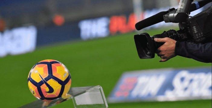 """AGCOM multa Sky per 2,4 milioni. """"Ha leso il diritto di scelta degli utenti"""" del pacchetto Calcio"""