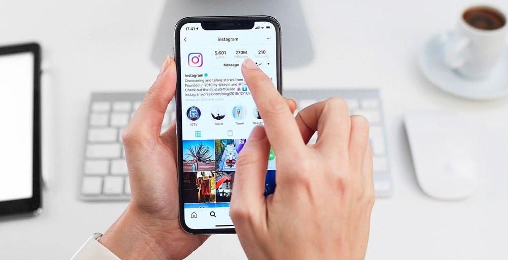 """Instagram, le foto e le storie private possono essere condivise con un link. Facebook minimizza: """"non è un problema"""""""