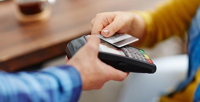 Incentivi e detrazioni per chi usa pagamenti digitali: ecco il piano anti-evasione
