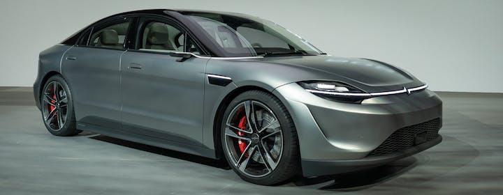 Incredibile, Sony ha presentato al CES 2020 una coupé a trazione elettrica e super tecnologica: si chiama Vision S
