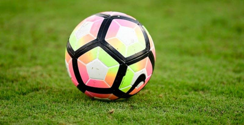 Sky, arriva lo sconto per Calcio e Sport: 50% in meno fino a maggio. Non è automatico, va chiesto