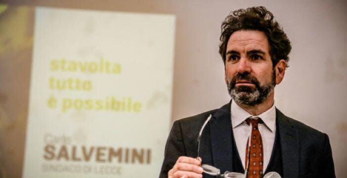 """Il sindaco di Lecce: """"Non vieterò il 5G perché non fa male: ascoltate l'ISS"""""""