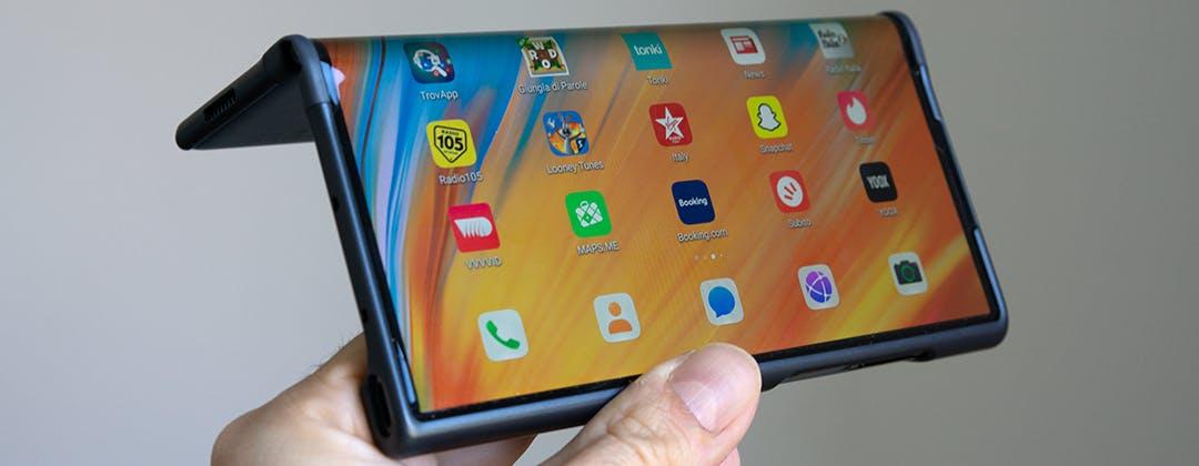 Huawei Mate XS, recensione. La sua forza è tutta nello schermo pieghevole, ma il prezzo spaventa