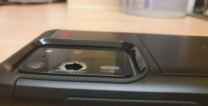 Il vetro posteriore del Galaxy S20 Ultra si rompe da solo? Decine le testimonianze
