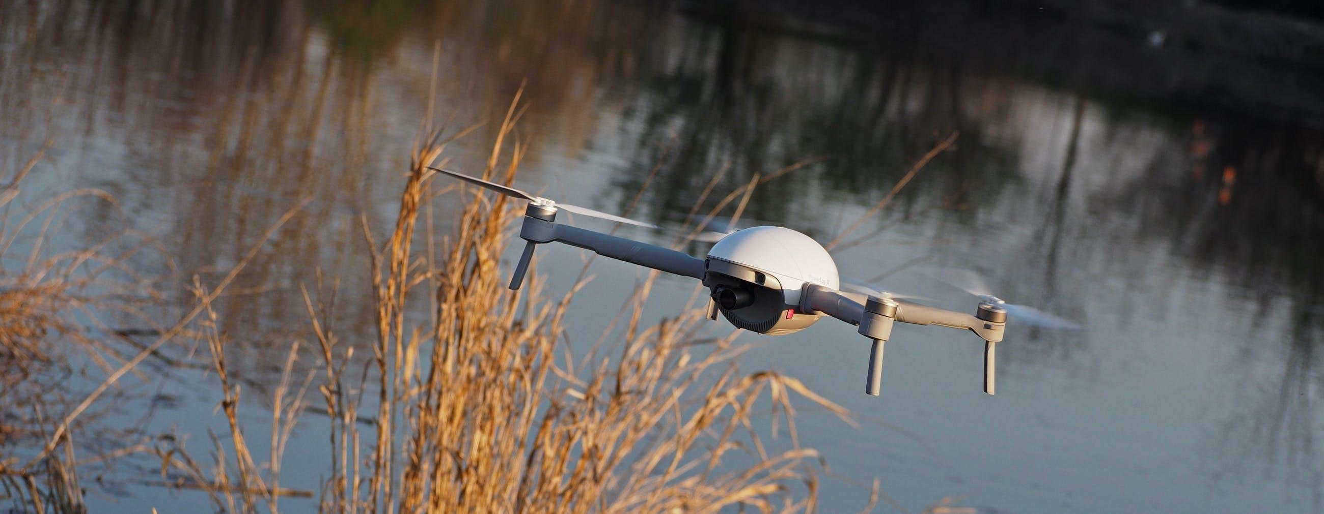 PowerEgg X in prova: il drone trasformabile che atterra sull'acqua