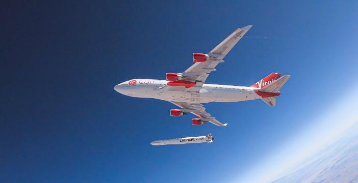 """Il """"razzo-satellite"""" di Virgin Orbit sparato da un aereo in quota ha fatto cilecca"""