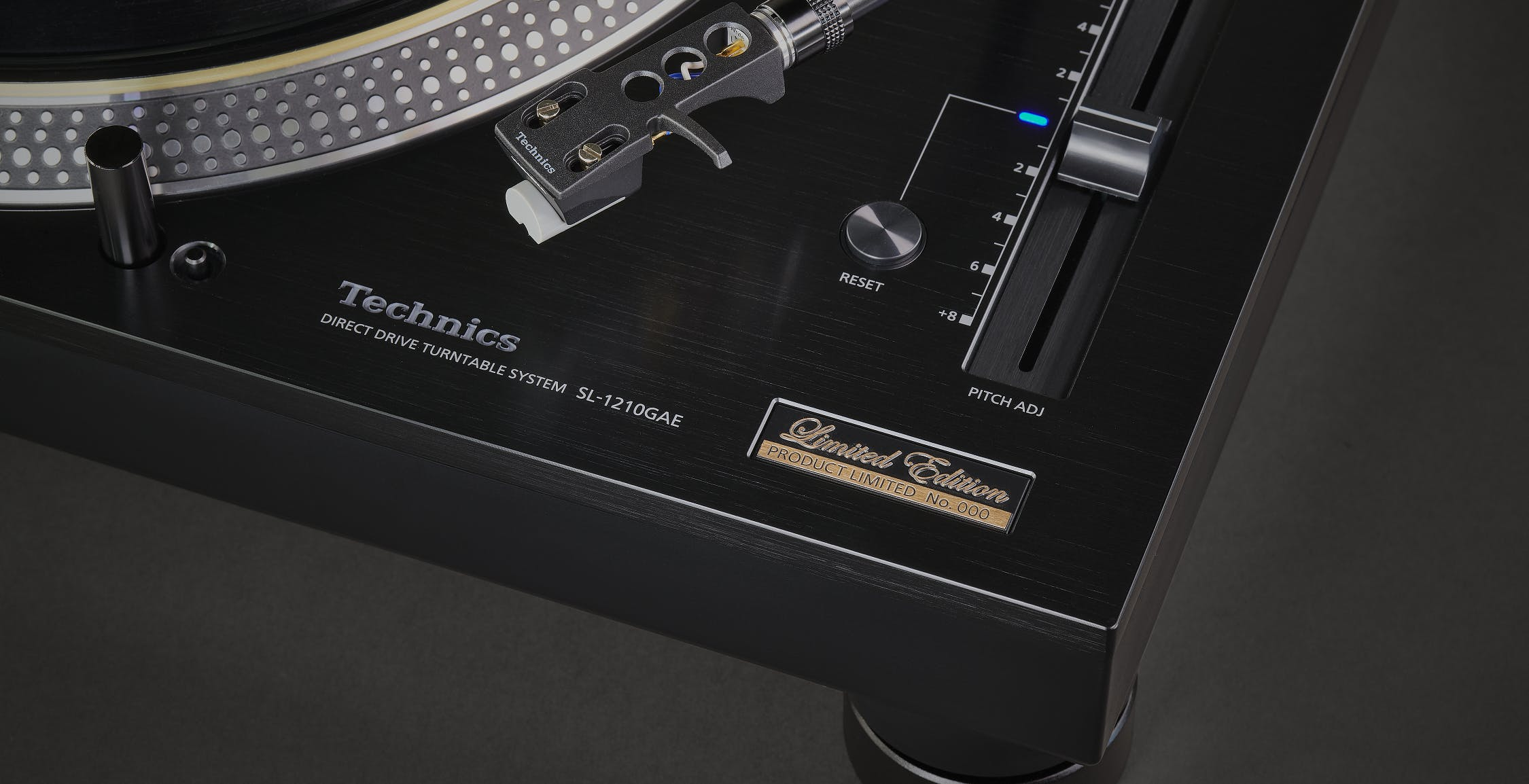 Technics compie 55 anni e festeggia con una Special Edition dell'SL-1210