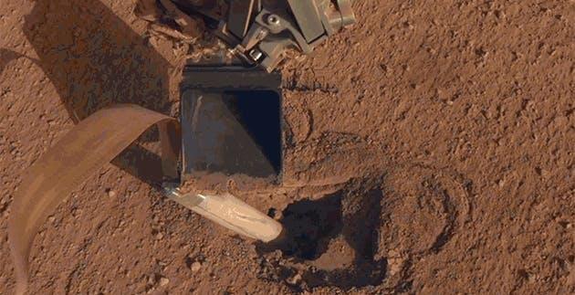Miracolo a 150 milioni di km: la talpa di InSight è finalmente nel terreno di Marte