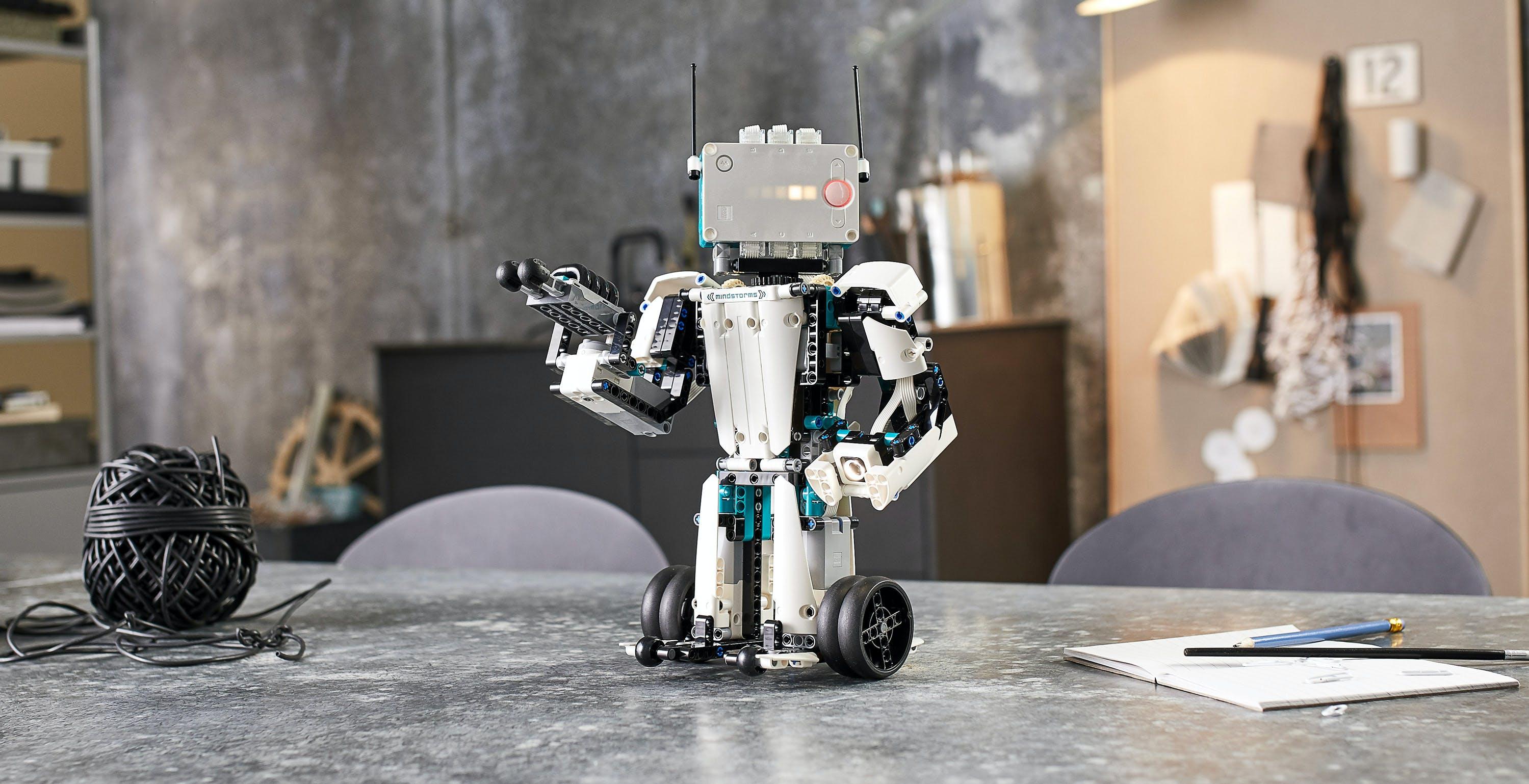 Mindstorm Robot Inventor, il nuovo kit Lego per insegnare il coding ha cinque nuovi robot e conosce anche Python
