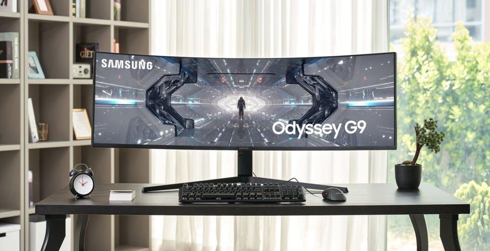 Ecco Odyssey G9, l'esagerato monitor gaming curvo di Samsung da 49 pollici