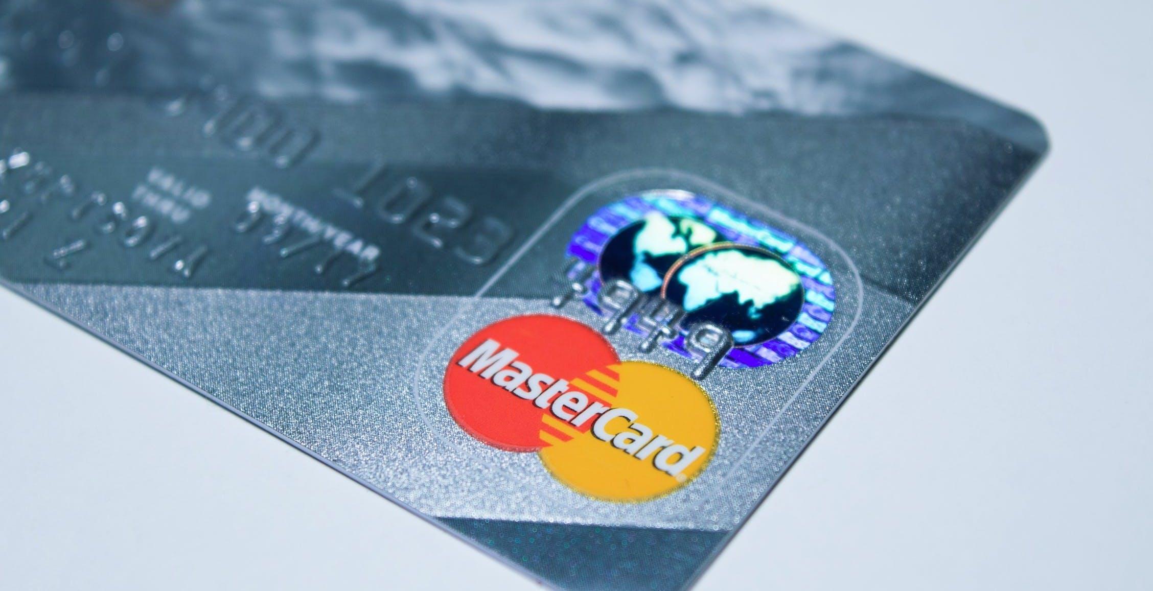 """Indagine Mastercard: """"Un italiano su 4 vuole abbandonare il contante"""""""