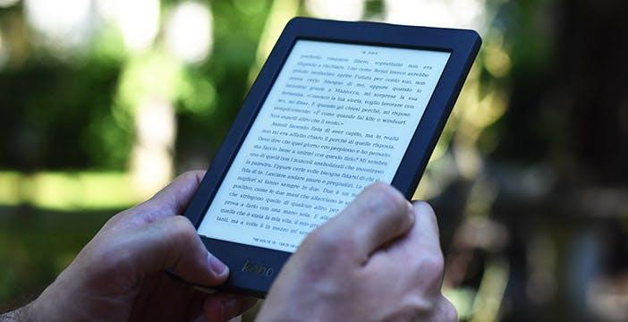 La prova di Kobo Nia: un buon lettore ebook che costa 10 euro di troppo