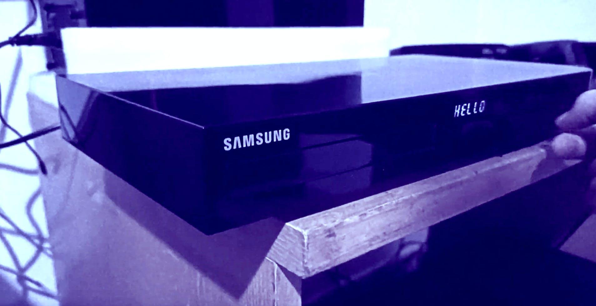 """Lettori blu-ray Samsung che si riavviano all'infinito, scoperto il mistero. Colpa di un file """"vuoto"""""""