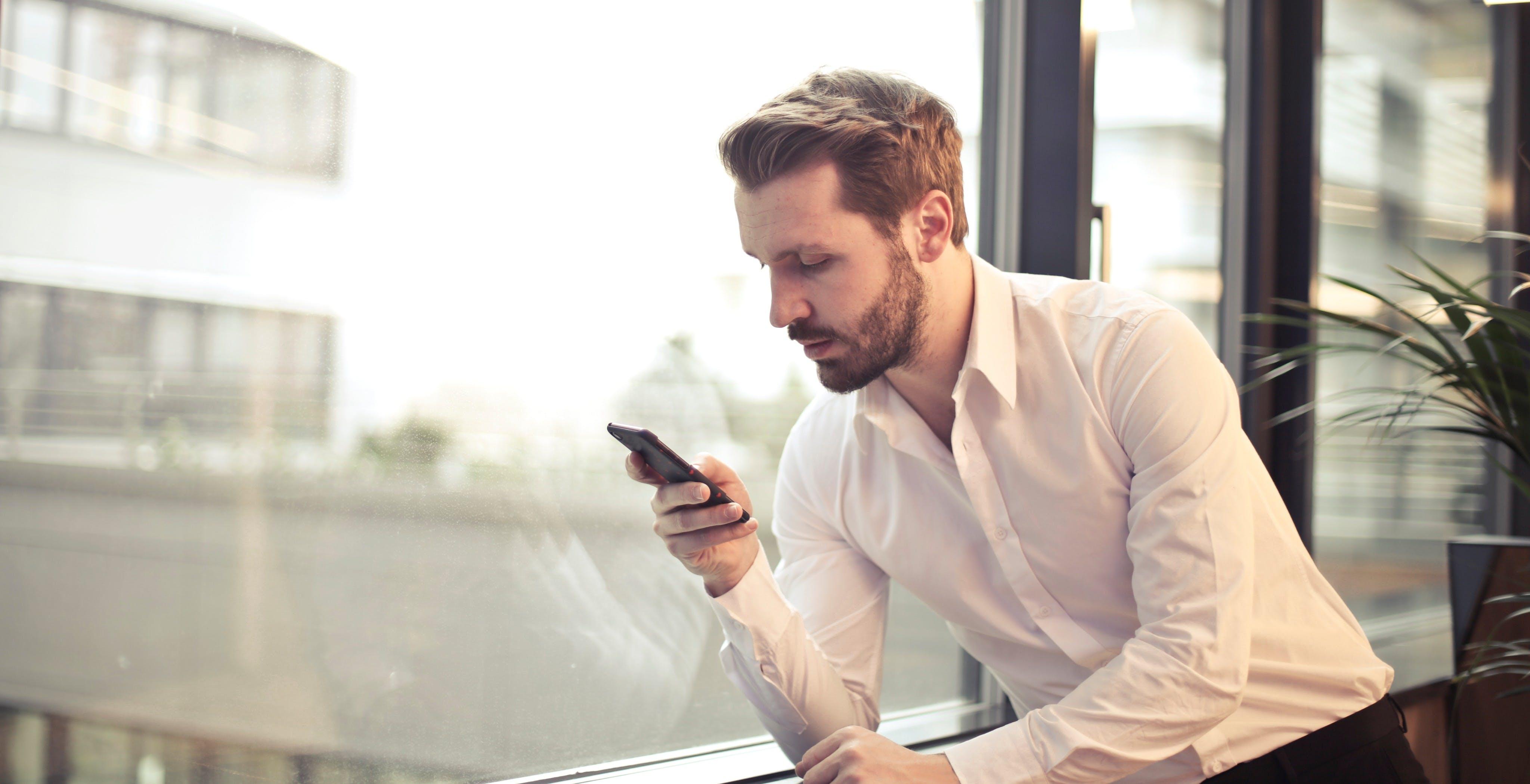 PosteMobile lascia WindTre e ritorna con Vodafone. PostePay sbarca nella fibra ottica: accordo con TIM e Open Fiber