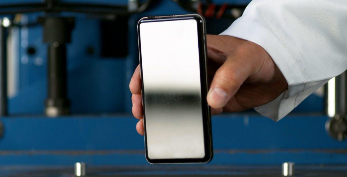 Basta graffi sullo schermo dello smartphone. La promessa del nuovo Gorilla Glass Victus