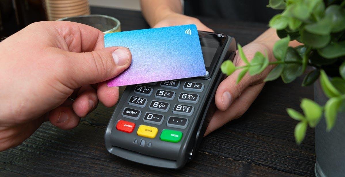 Pagamenti contactless, si alza il limite per pagare senza PIN: dal 2021 fino a 50 euro