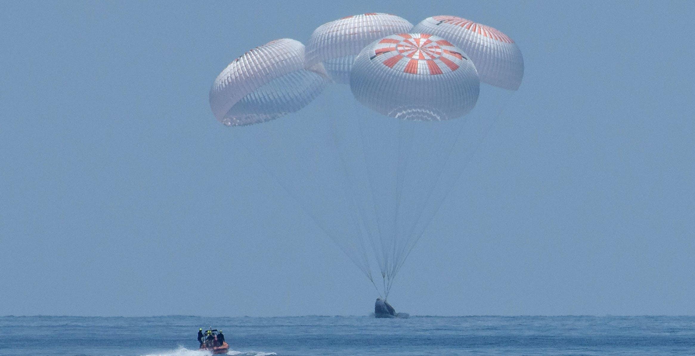 Crew Dragon, ammaraggio perfetto: SpaceX si ritaglia un ruolo da leader nell'esplorazione spaziale