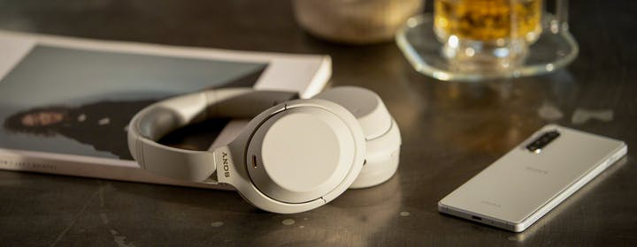 La quarta generazione delle cuffie Sony 1000X: ora basta parlare per interrompere la cancellazione del rumore