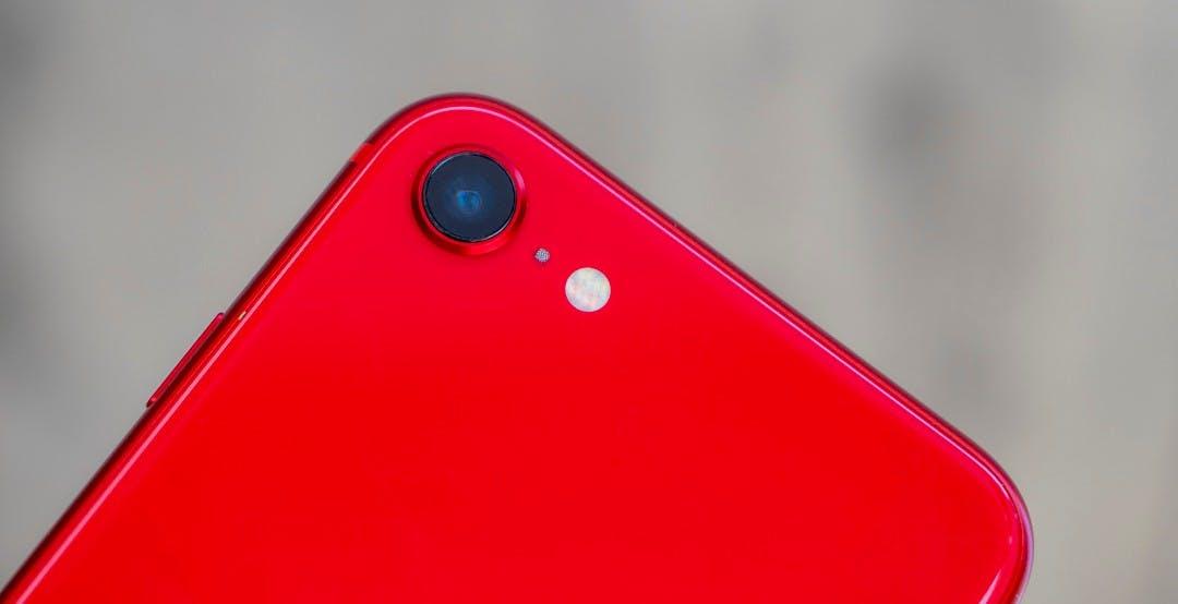 """Perché Apple ha tenuto mentre il mercato smartphone crollava durante la pandemia? Gartner: """"Merito di iPhone SE"""""""