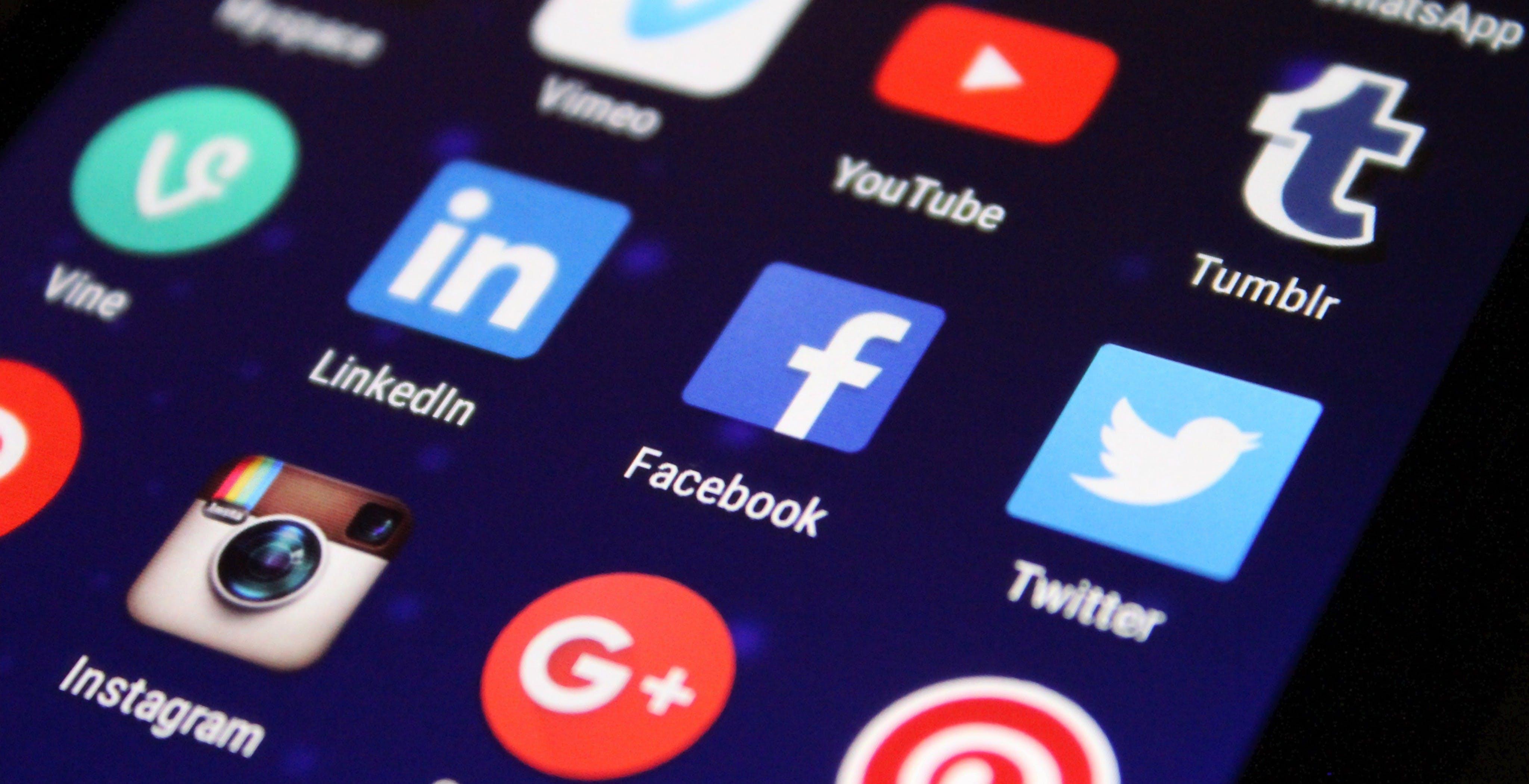 Facebook contro Apple: le novità di iOS 14 uccideranno le pubblicità