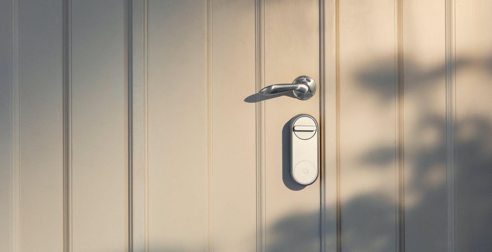 Yale ha annunciato Linus Smart Lock: apri e chiudi la porta da remoto