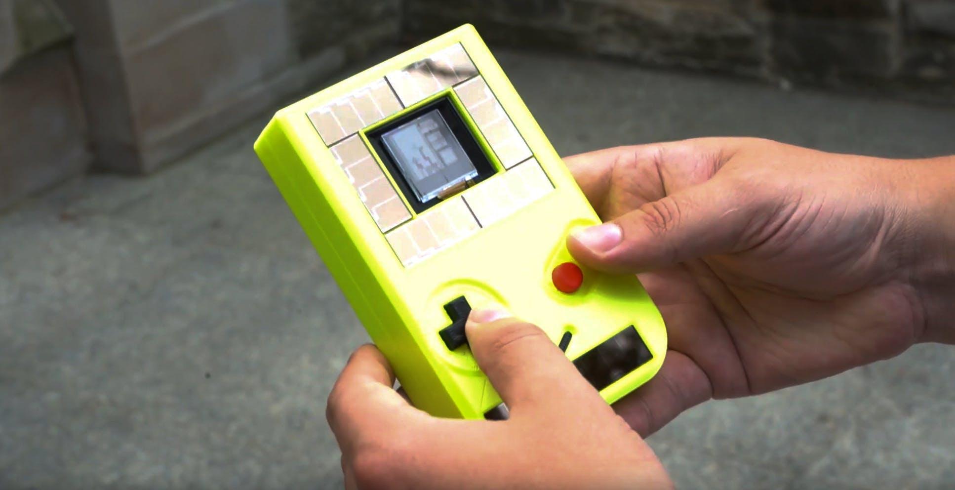 Il Game Boy che funziona senza batteria. I segreti dell'intermittent computing