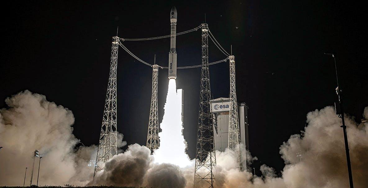 Vega è tornato a volare e ha lanciato 53 satelliti contemporaneamente