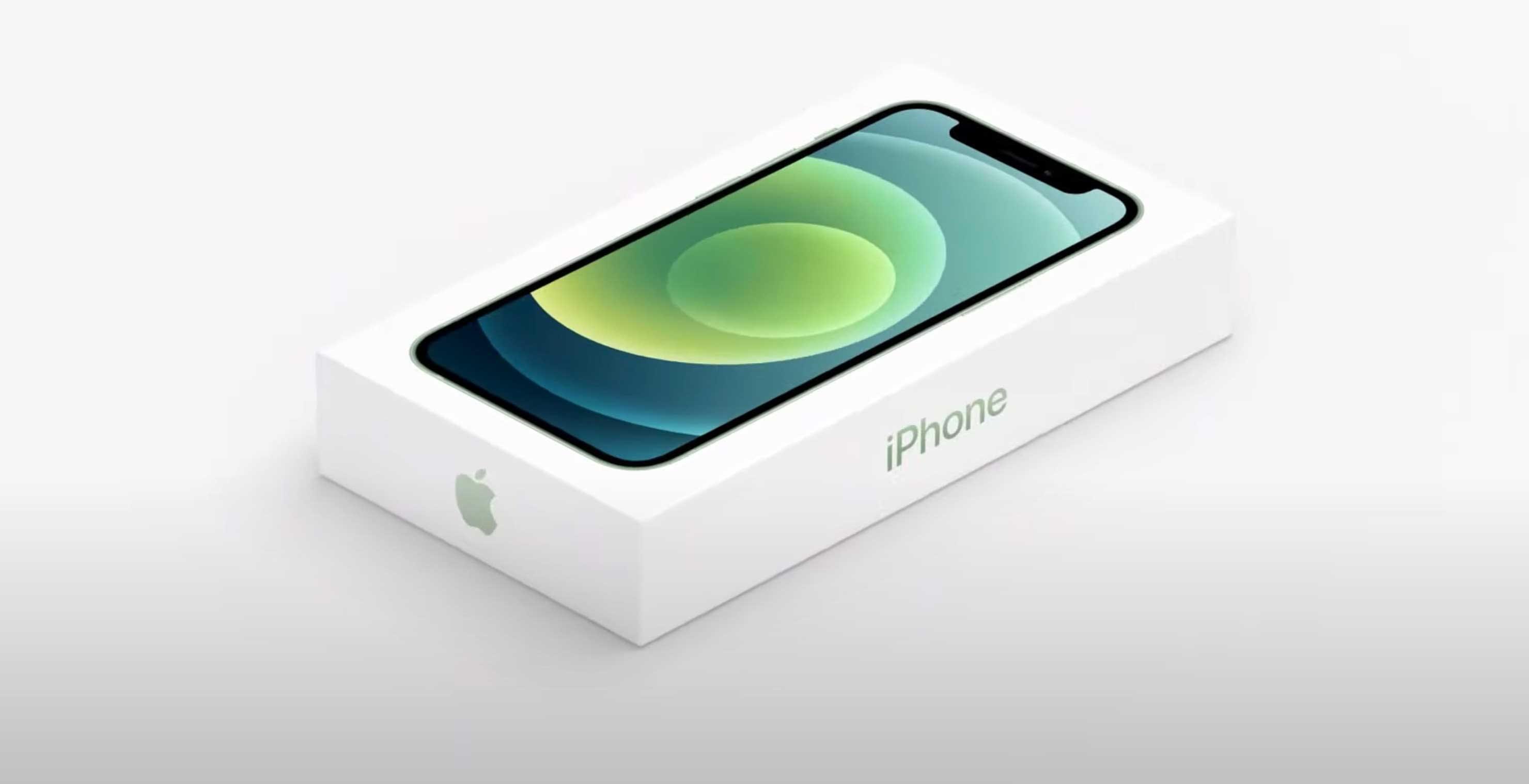 Niente caricatore e auricolari nella confezione, eppure l'iPhone 12 non è più green dell'iPhone 11. L'analisi