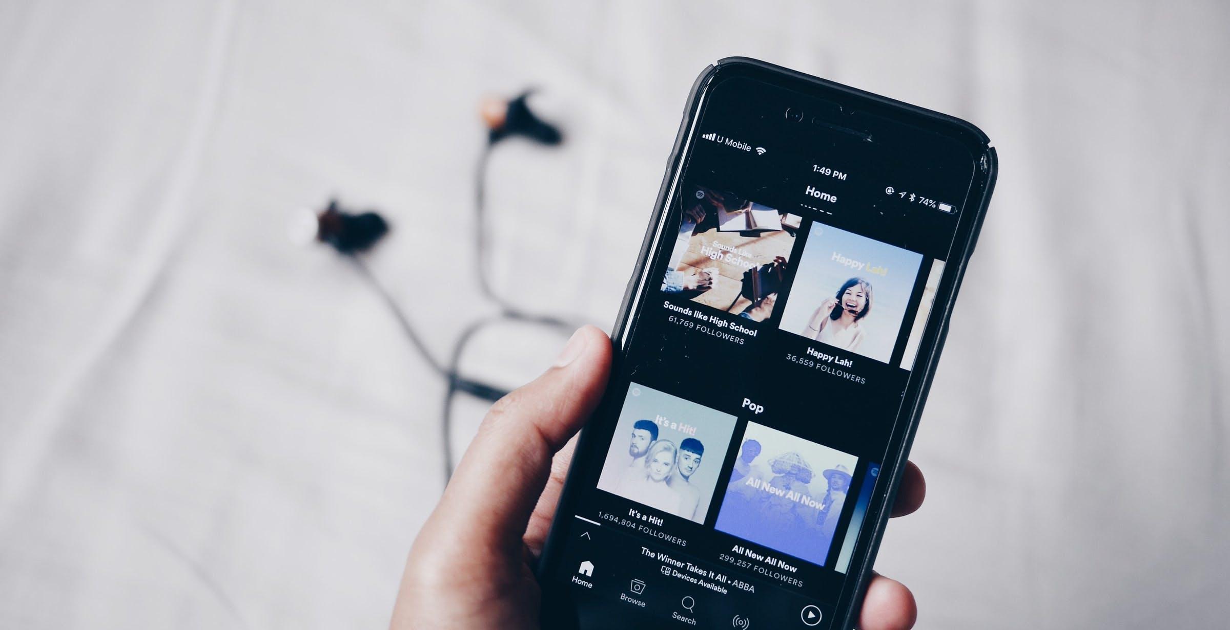 Artisti sottopagati dalla musica in streaming? Il Regno Unito apre un'indagine