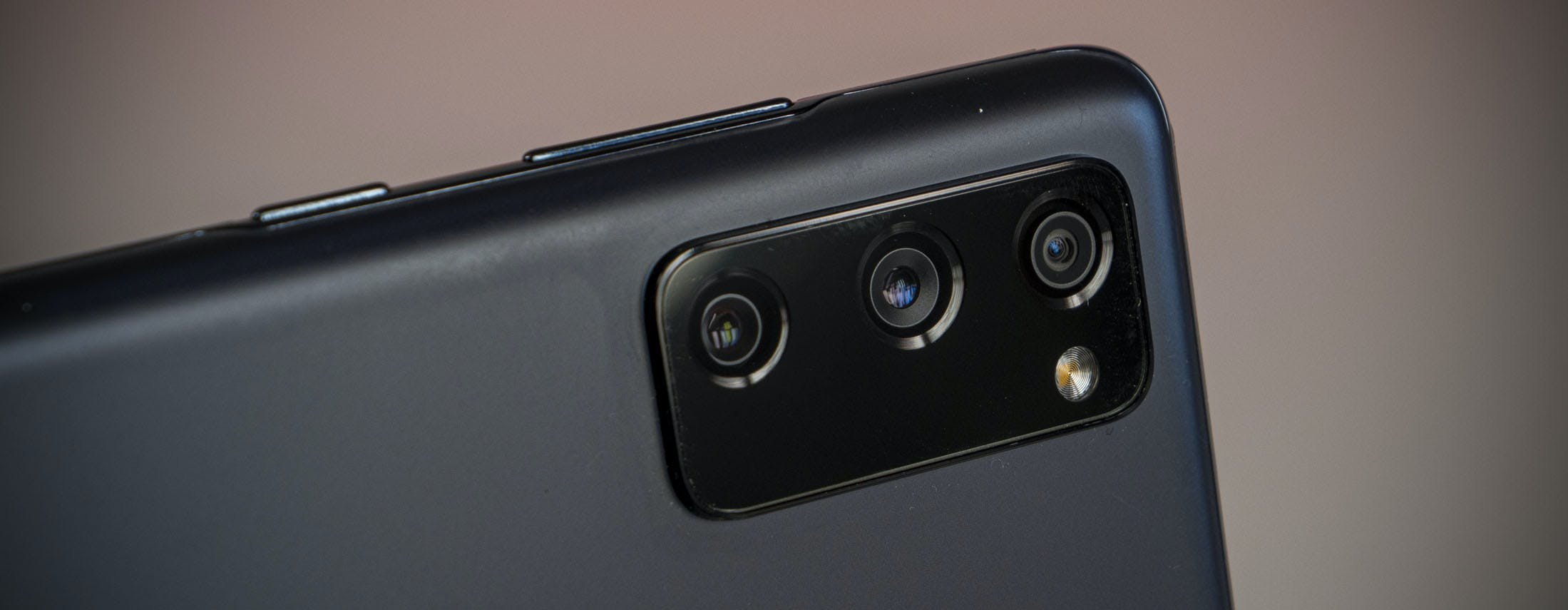 Recensione Galaxy S20 FE 5G. Con Snapdragon 865 e fotocamere da 12 megapixel tra gli S20 è il migliore