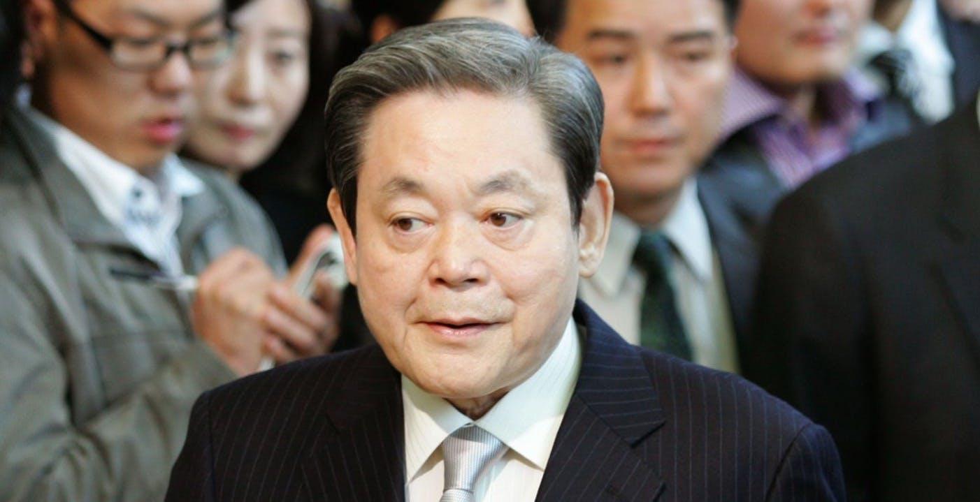 Lee Kun-hee, presidente di Samsung, è morto all'età di 78 anni. Ha creato un impero tecnologico