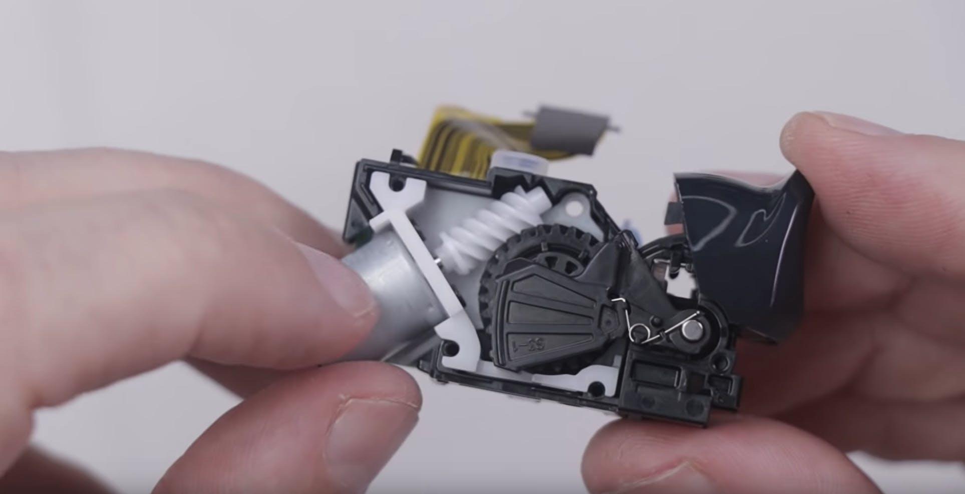 Come funzionano i grilletti adattivi del DualSense di PS5