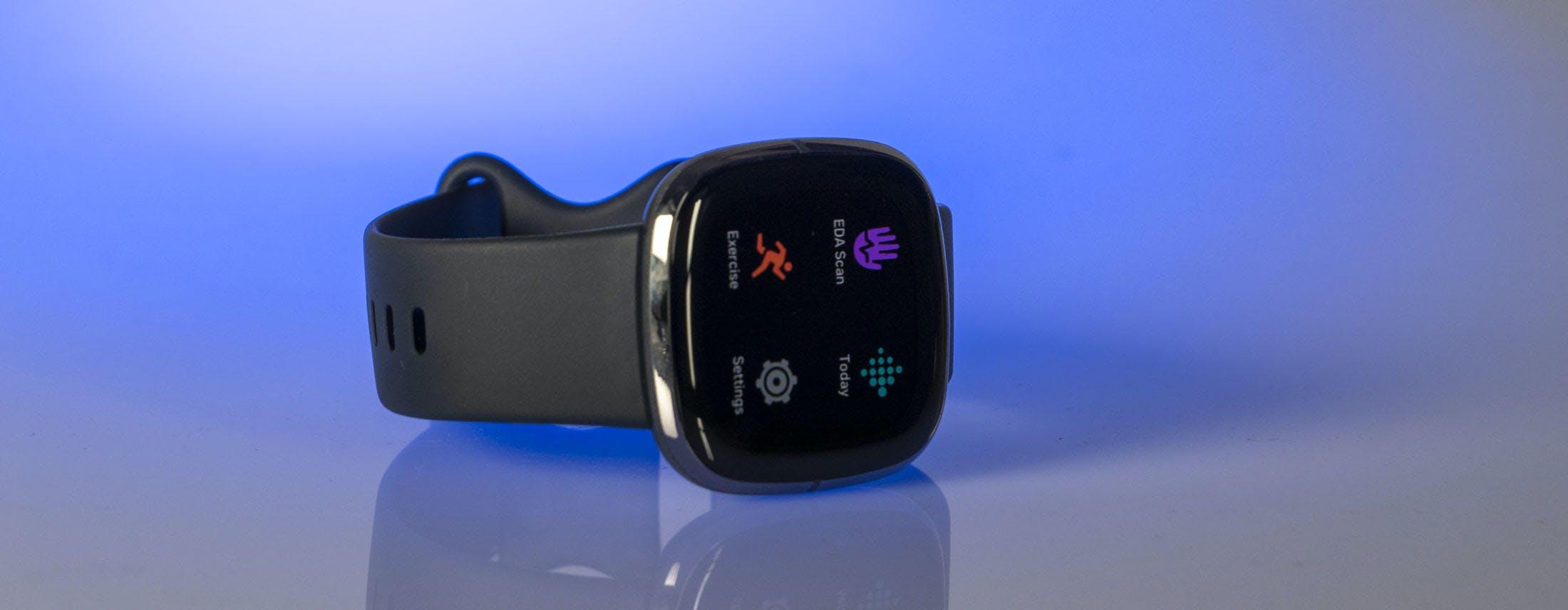 Fitbit Sense, la recensione. Perfetto per il fitness, meno come smartwatch