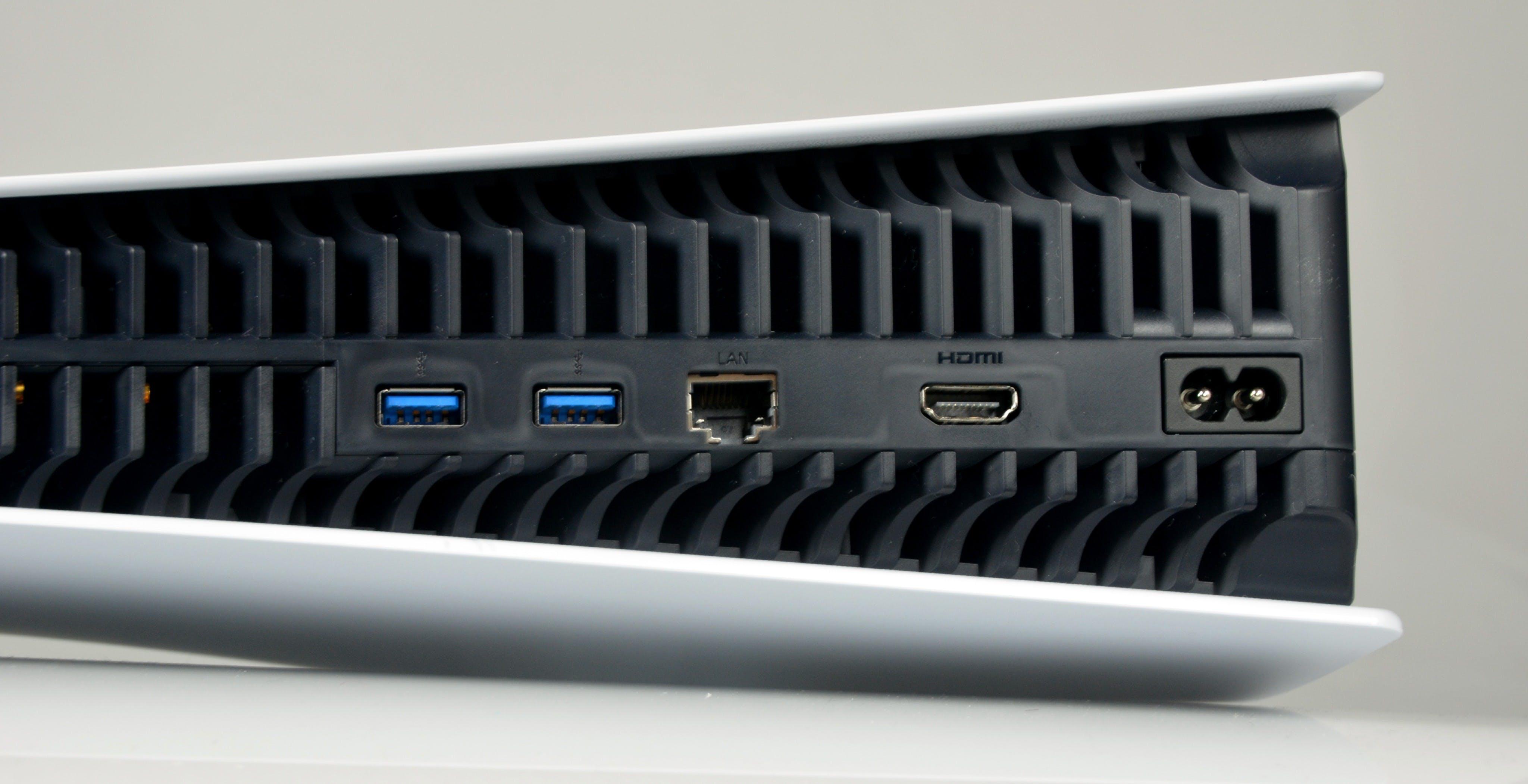 Ufficiale: non si possono salvare i giochi PS5 su dispositivi USB esterni. Niente 8K al lancio