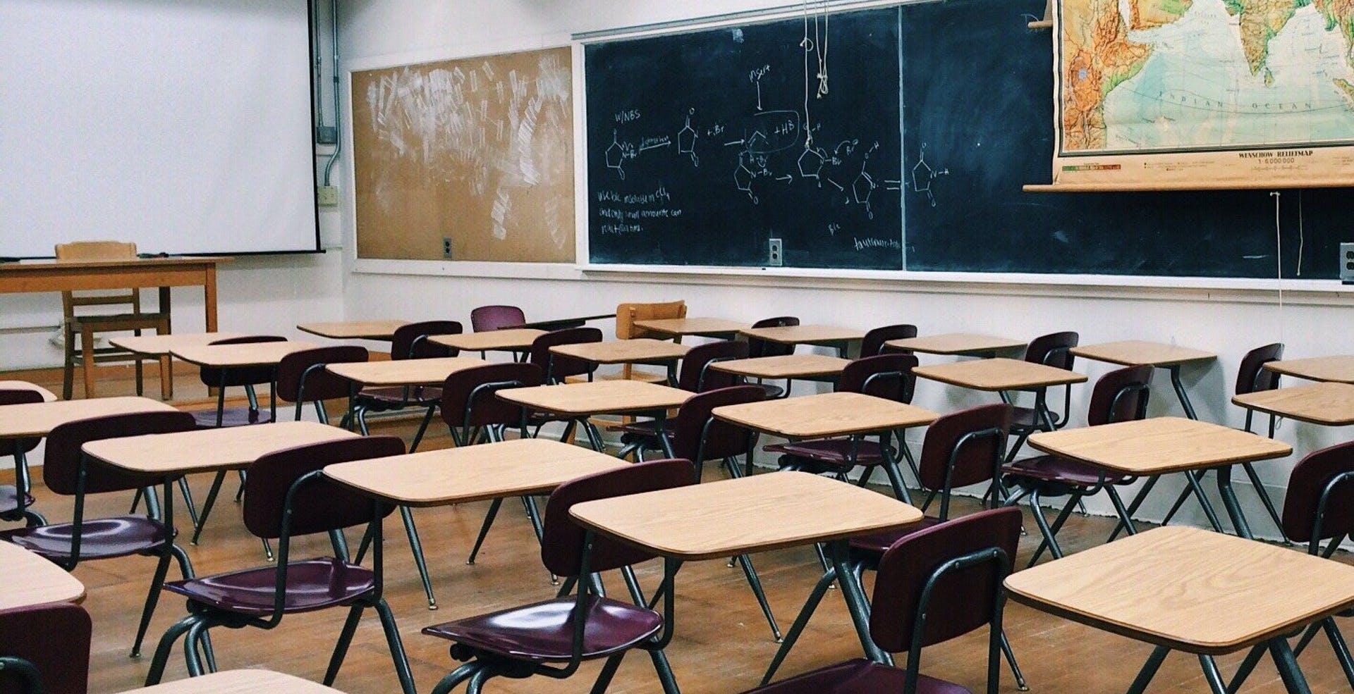 """DAD, lo sfogo di un docente: """"Cari politici, venite voi a scuola a fare lezione a distanza e poi vediamo..."""""""
