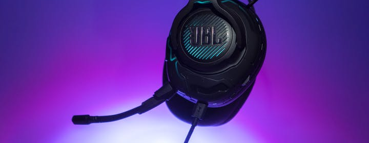 JBL Quantum One, recensione. Sono davvero le migliori cuffie da gaming?